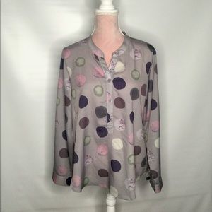 No name elegant blouse. Soft and flowing fabric.
